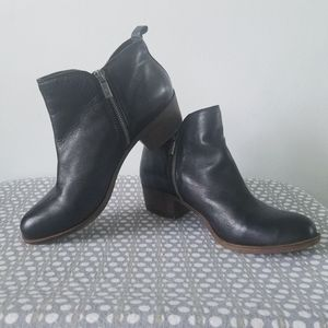 Lucky Brand Basel leather side zipper ankle boots
